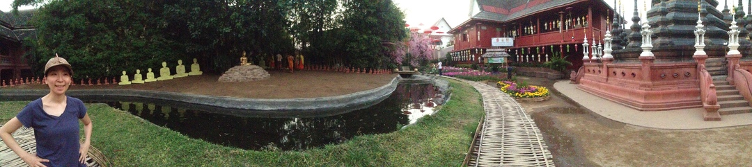 There are lots of temples in Chiang Mai.